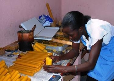 <p><b>Making beeswax candles</b></p>      <p>(c) V. Albertin, Biovision</p>