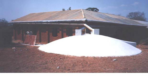 <p>No matter how uneven or how long a roof is, gutters can be hung with the required gradient of 1 cm drop for every 100 cm length (1:100), when a <b>splash-guard </b>is nailed onto the roof</p>      <p>© E. Nissen-Petersen, Kenya</p>